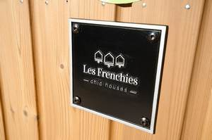 Tiny House Les Frenchies LOGO plaque
